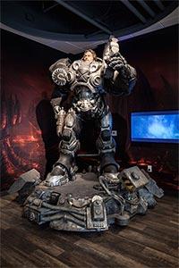 Статуя Джима Рейнора в офисе Blizzard